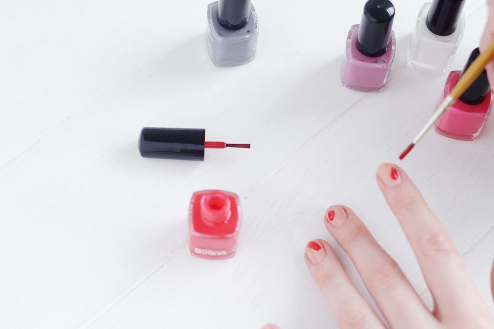 DIY Brush Stroke Abstract Mani | Fall For DIY