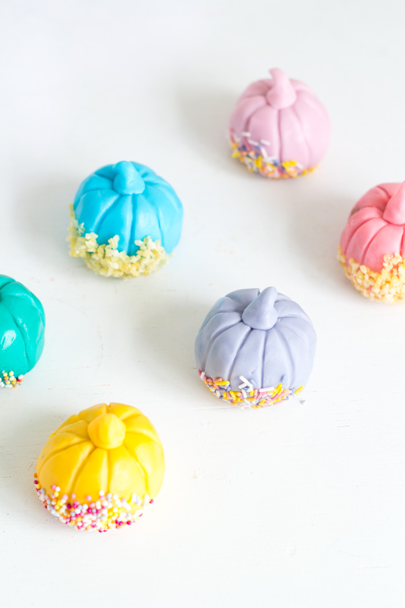 Halloween Party Pumpkin Pops | Fall For DIY
