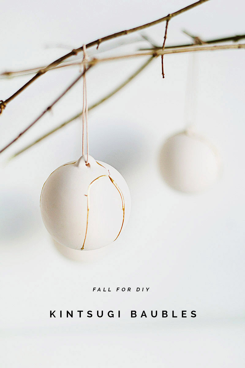 Diy kintsugi gold fixed christmas baubles fall for diy bloglovin diy kintsugi gold fixed christmas baubles solutioingenieria Images