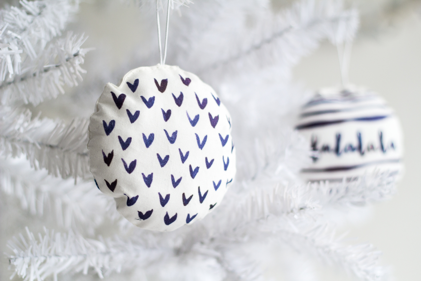 DIY Watercolour Printed Fabric Bauble Christmas Decorations | Fall ...