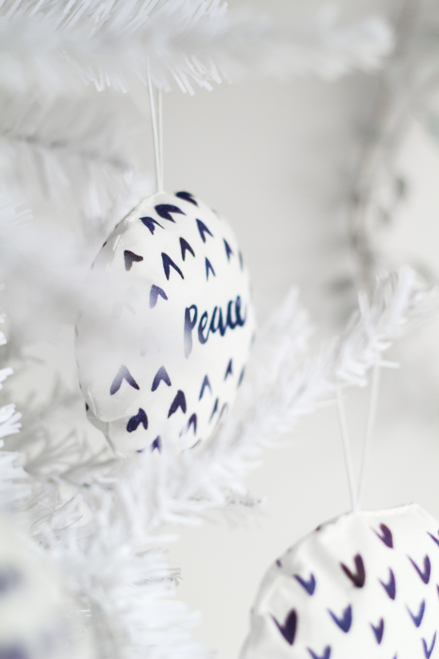 DIY Watercolour Printed Fabric Bauble Christmas Decorations | @fallfordiy