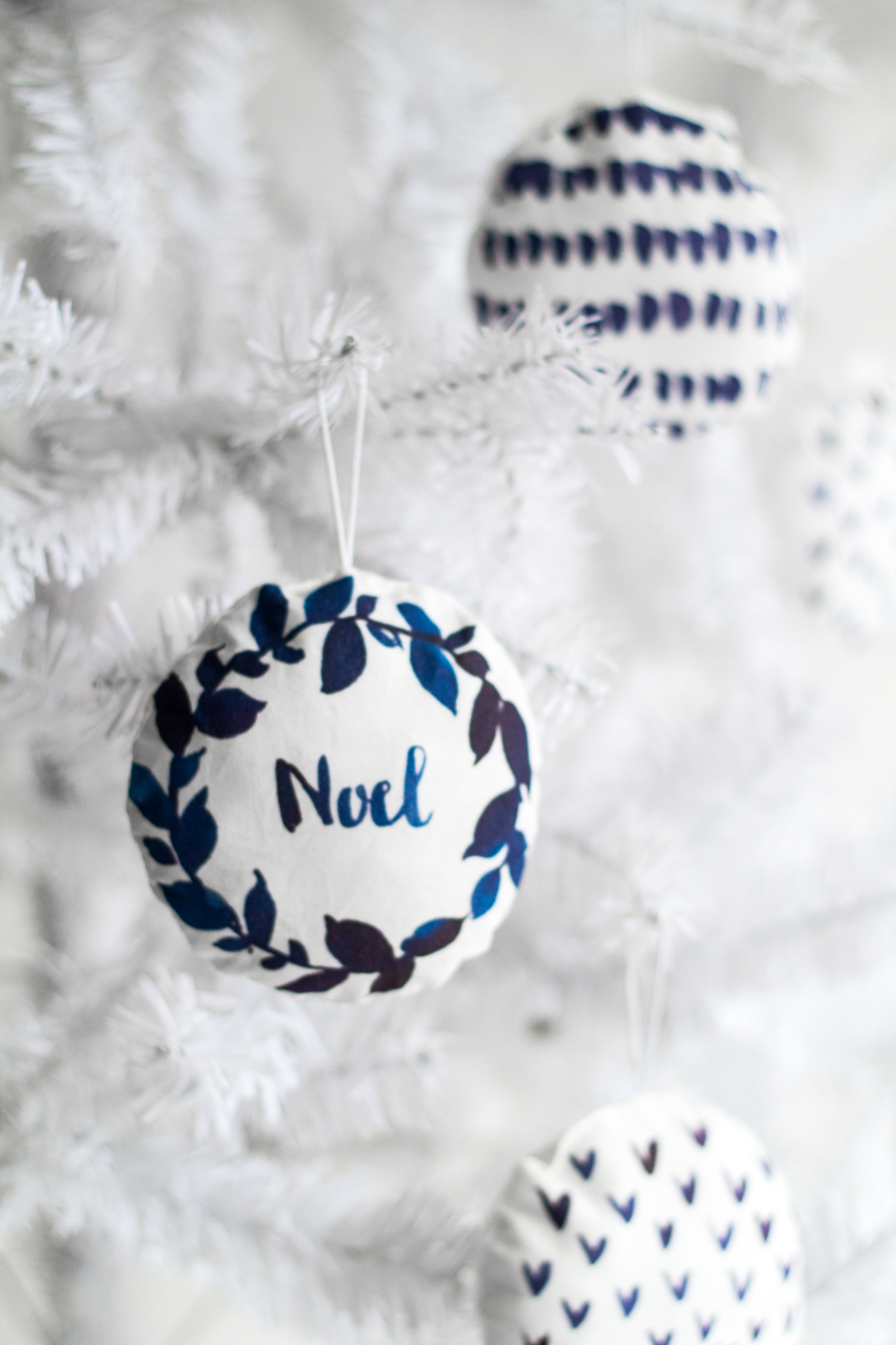 DIY Watercolour Printed Fabric Bauble Christmas Decorations | @fallfordiy-26