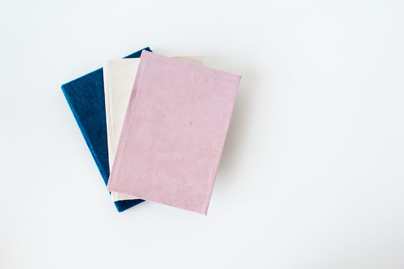 DIY Velvet book covers | @fallfordiy