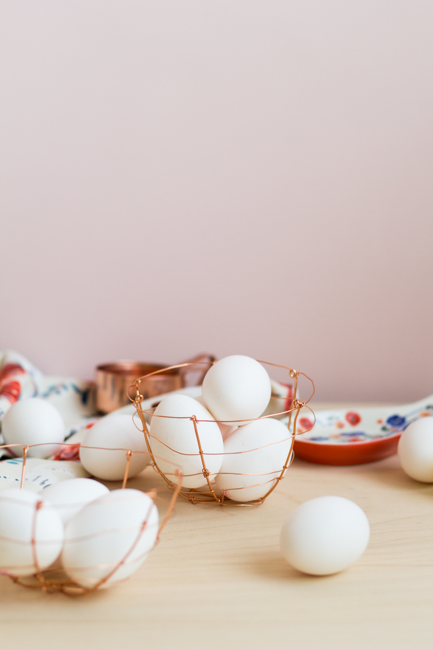 DIY Copper Wire Easter Egg Baskets | @fallfordiy