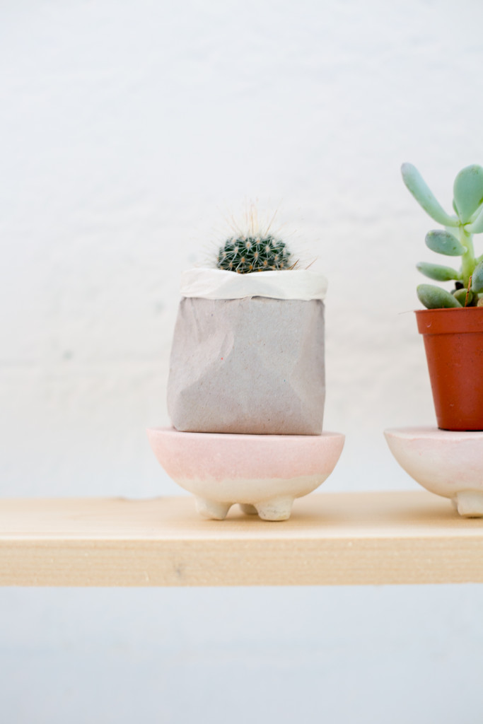 DIY Pink and Black Marbled Concrete Planter Stands | @fallfordiy-27