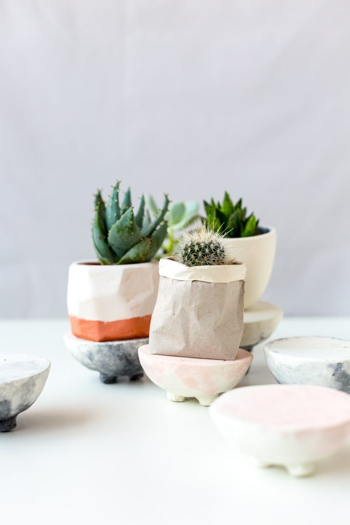DIY Pink and Black Marbled Concrete Planter Stands | @fallfordiy-38