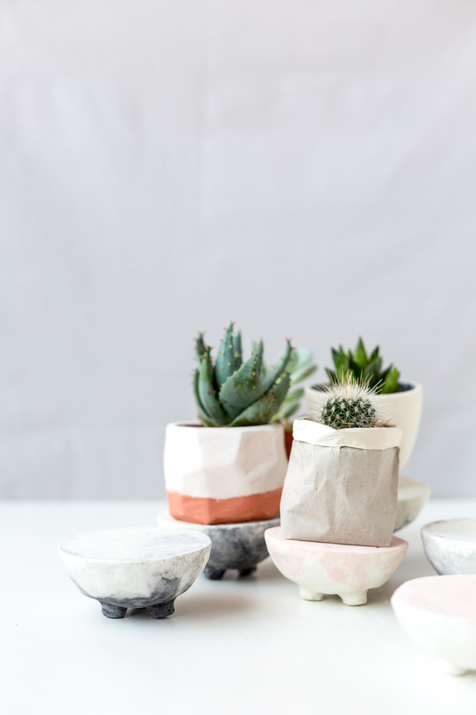 DIY Pink and Black Marbled Concrete Planter Stands | @fallfordiy