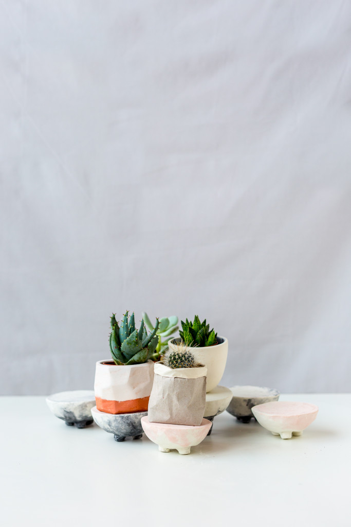 DIY Pink and Black Marbled Concrete Planter Stands | @fallfordiy-45