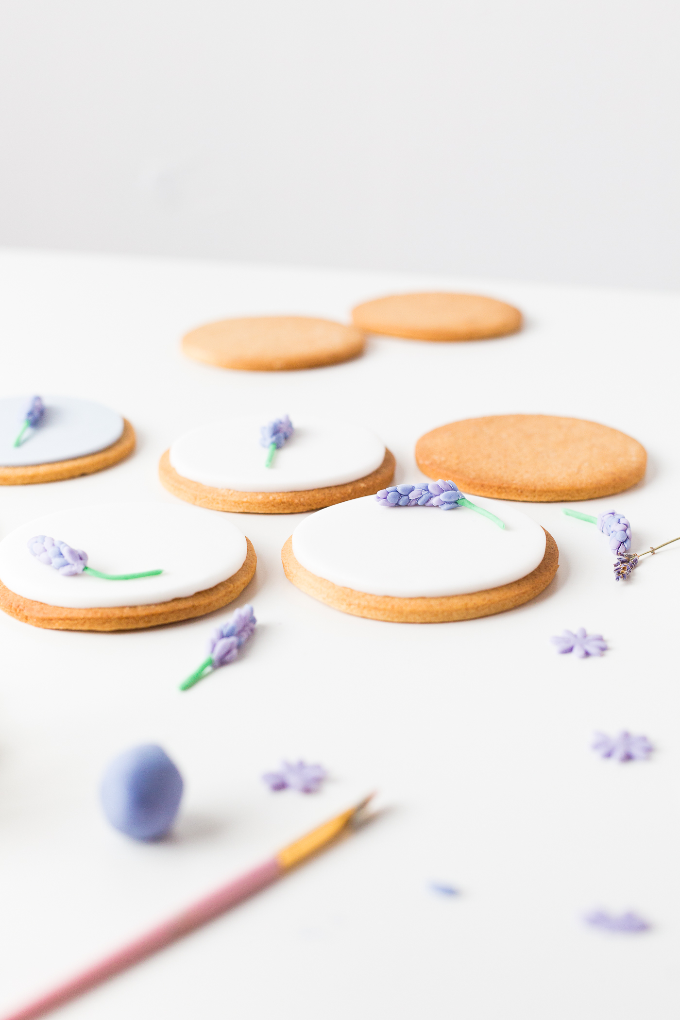 DIY Sugar Lavender Bloom Cookie Toppers | @fallfordiy-23