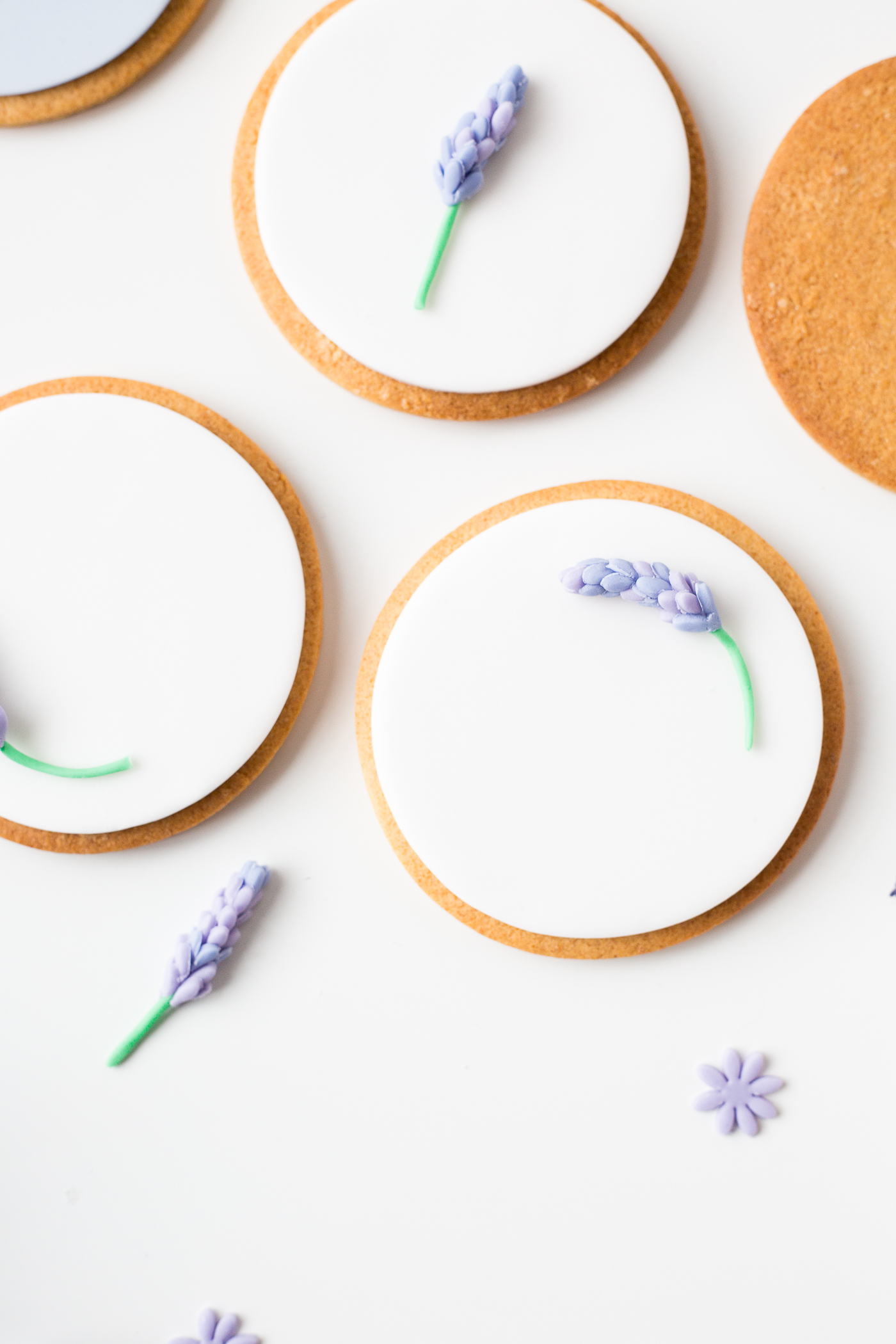 DIY Sugar Lavender Bloom Cookie Toppers | @fallfordiy-24