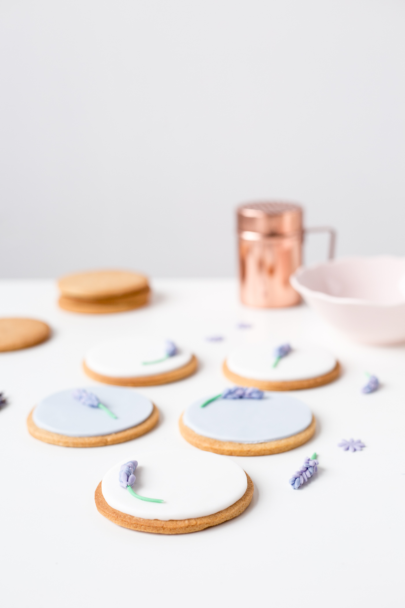 DIY Sugar Lavender Bloom Cookie Toppers | @fallfordiy-27