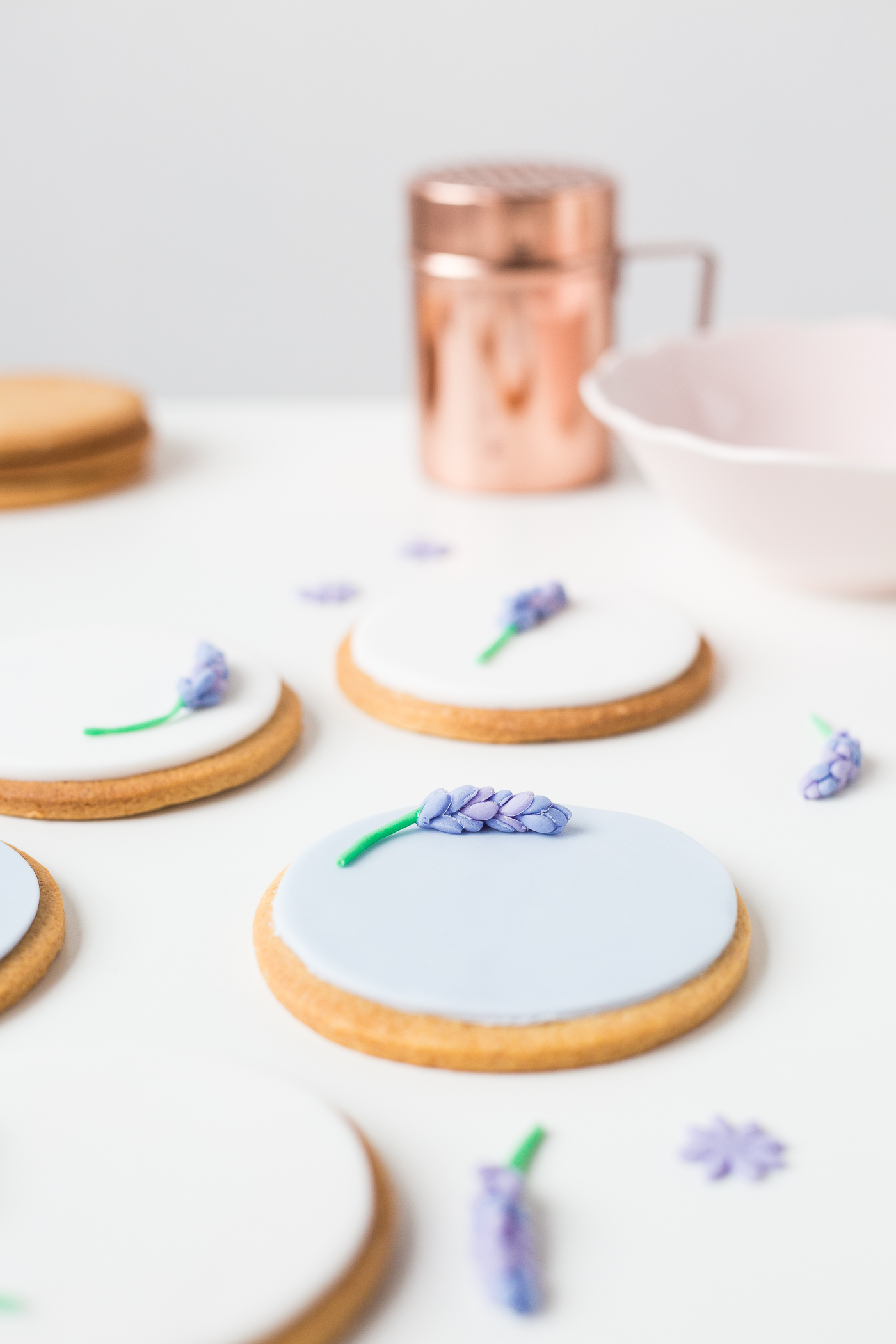 DIY Sugar Lavender Bloom Cookie Toppers | @fallfordiy-28