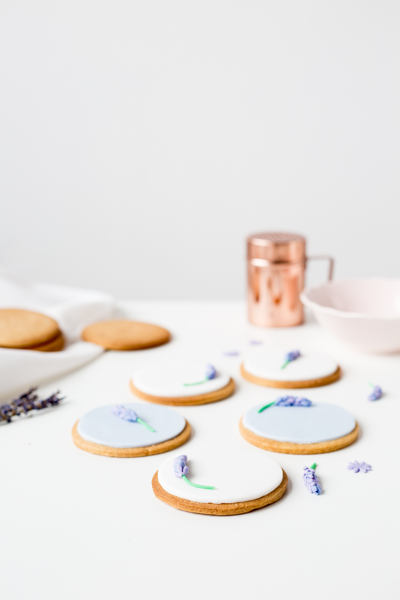 DIY Sugar Lavender Bloom Cookie Toppers | @fallfordiy-30