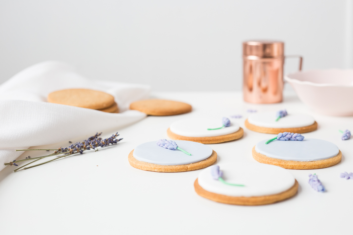 DIY Sugar Lavender Bloom Cookie Toppers | @fallfordiy-31