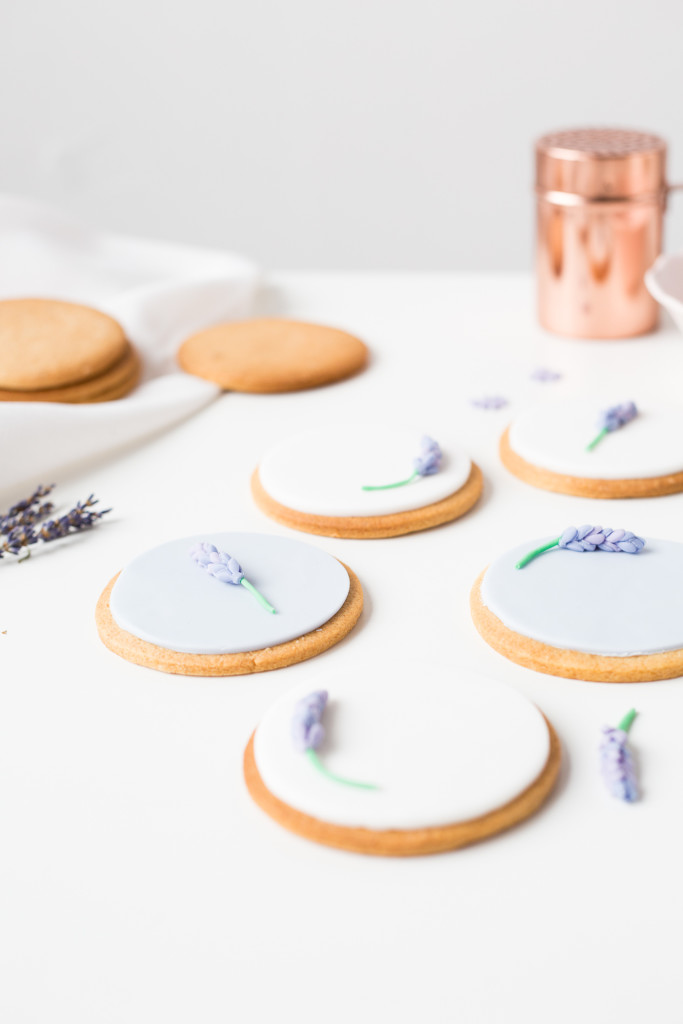 DIY Sugar Lavender Bloom Cookie Toppers | @fallfordiy-32