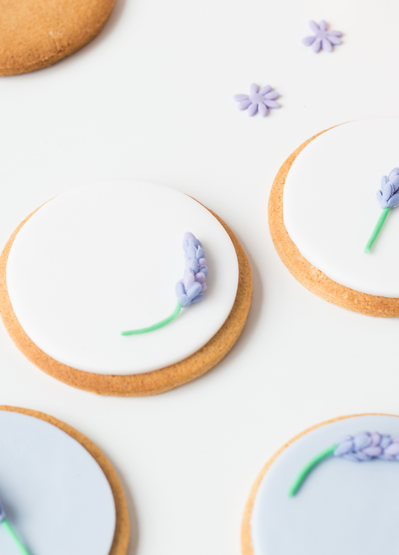 DIY Sugar Lavender Bloom Cookie Toppers | @fallfordiy-34
