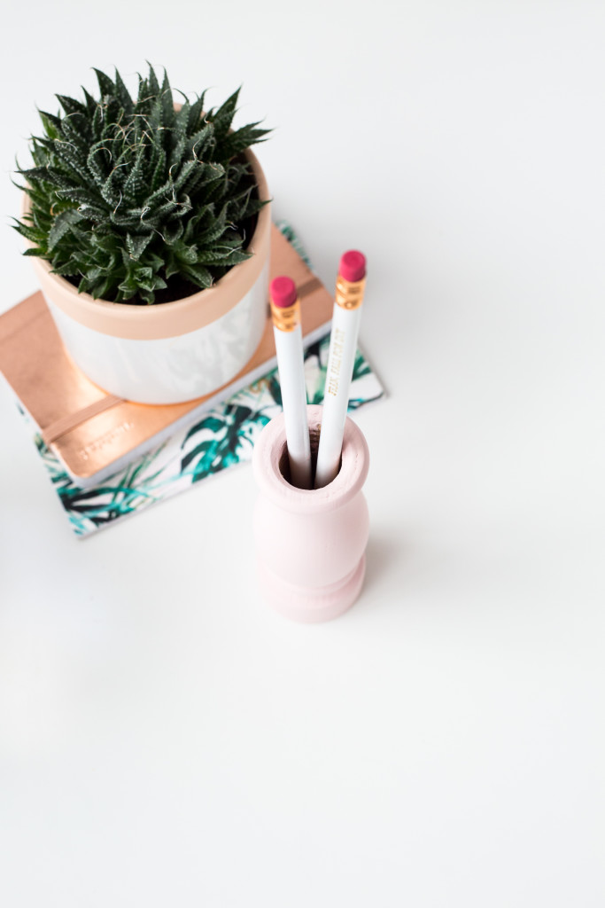 DIY Pepper Pot Pencil Holder | @fallfordiy