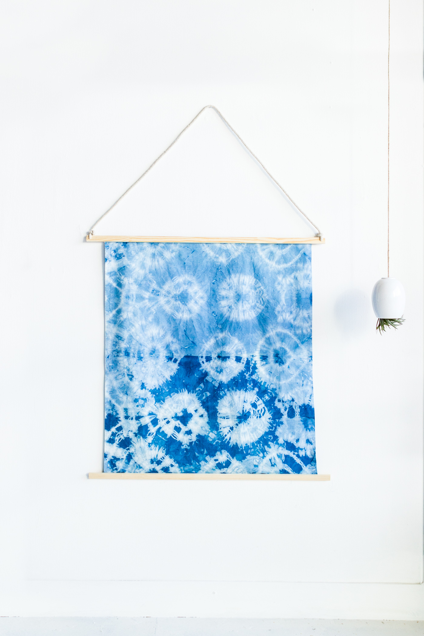 Diy easy wall hanging to frame a shibori fabric piece for Fabric wall art
