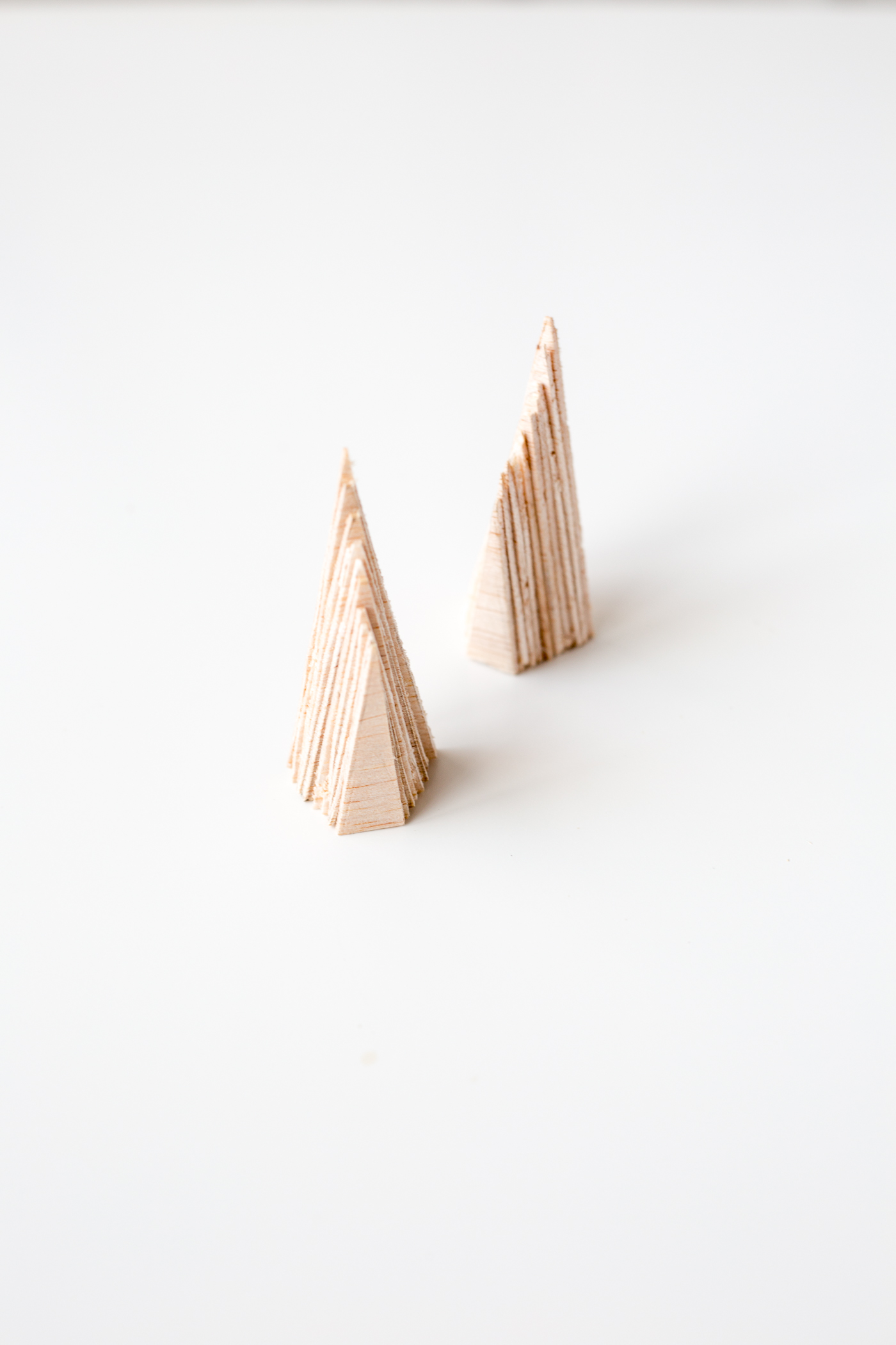 DIY Balsa Wood Ring Holders | @fallfordiy-8