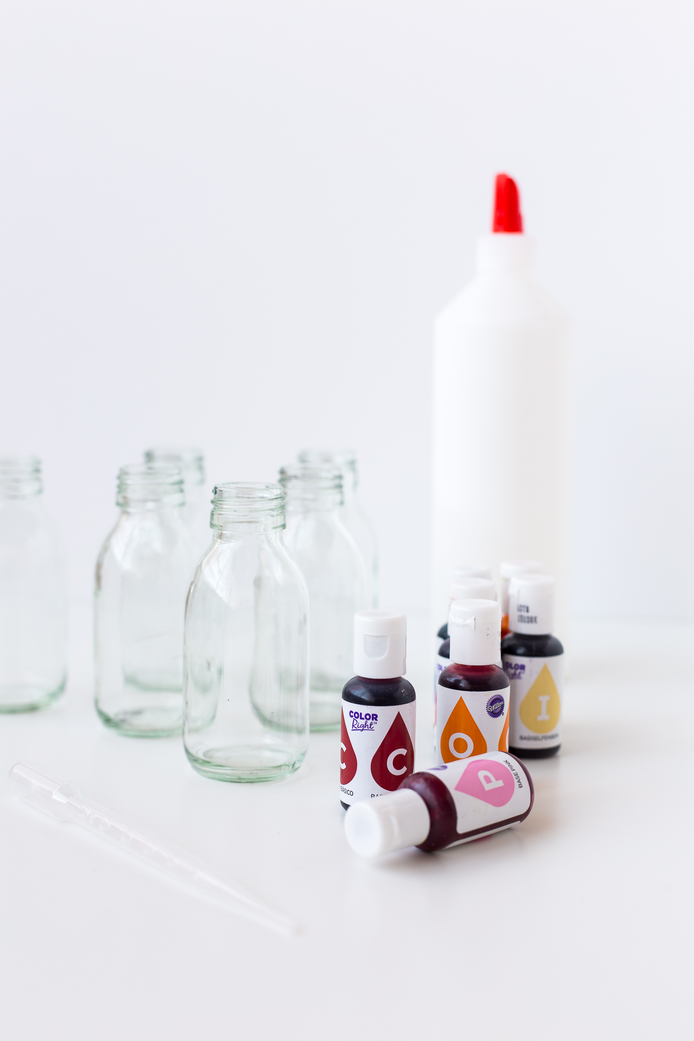 DIY Stained Glass Bottles Tutorial | @fallfordiy