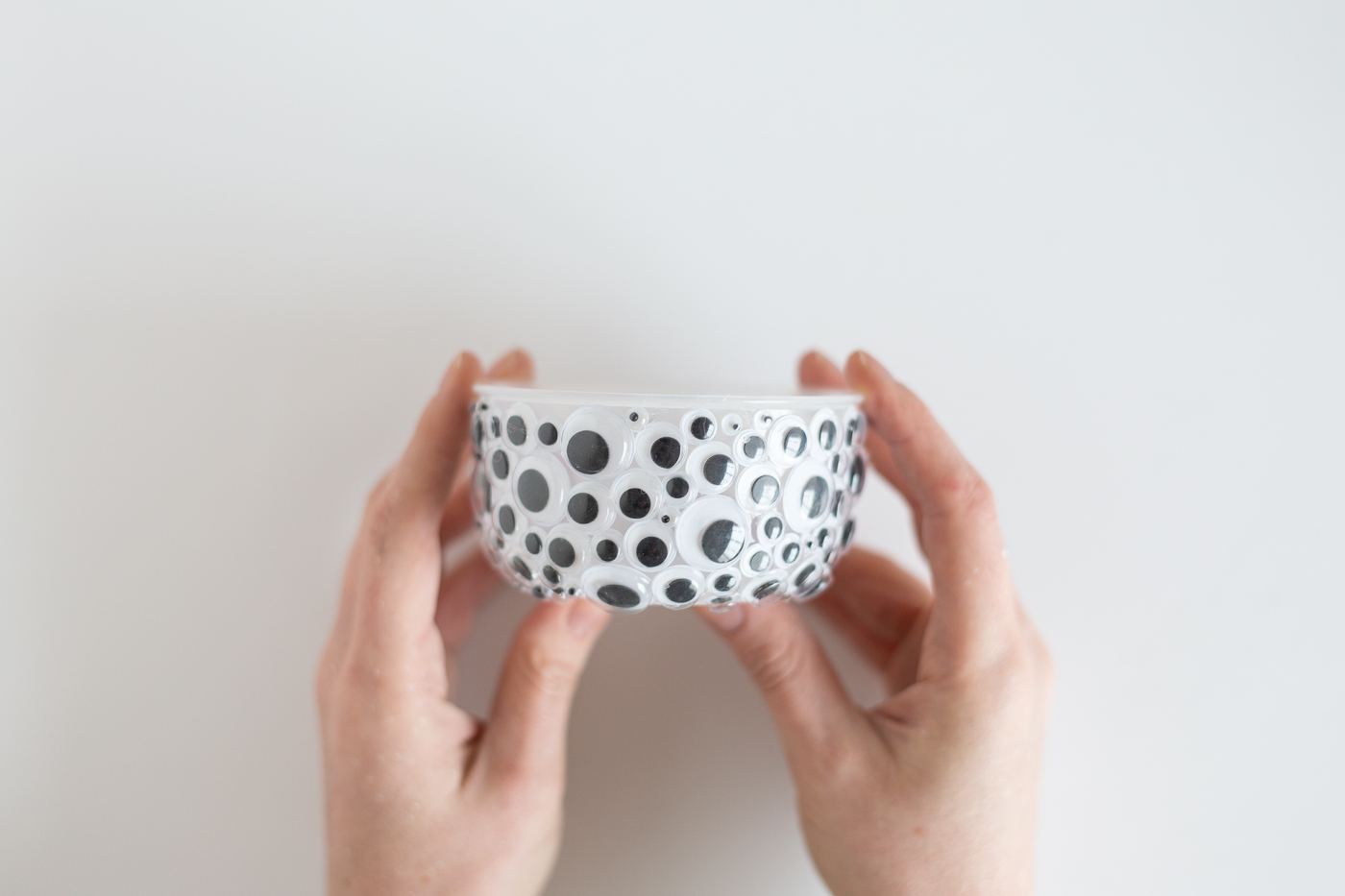 diy-halloween-googly-eye-bowl-tutorial-fallfordiy-4