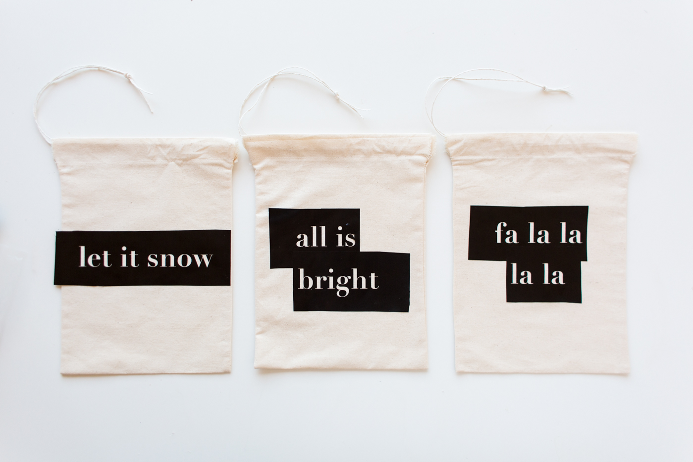 diy-christmas-quote-stencilled-gift-bags-tutorial-with-dulux-fallfordiy-9