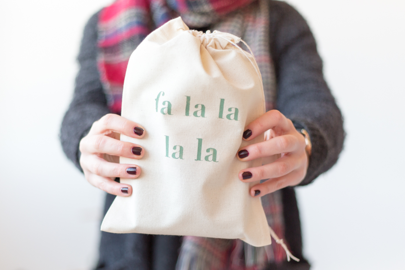 diy-christmas-quote-stencilled-gift-bags-with-dulux-fallfordiy-3