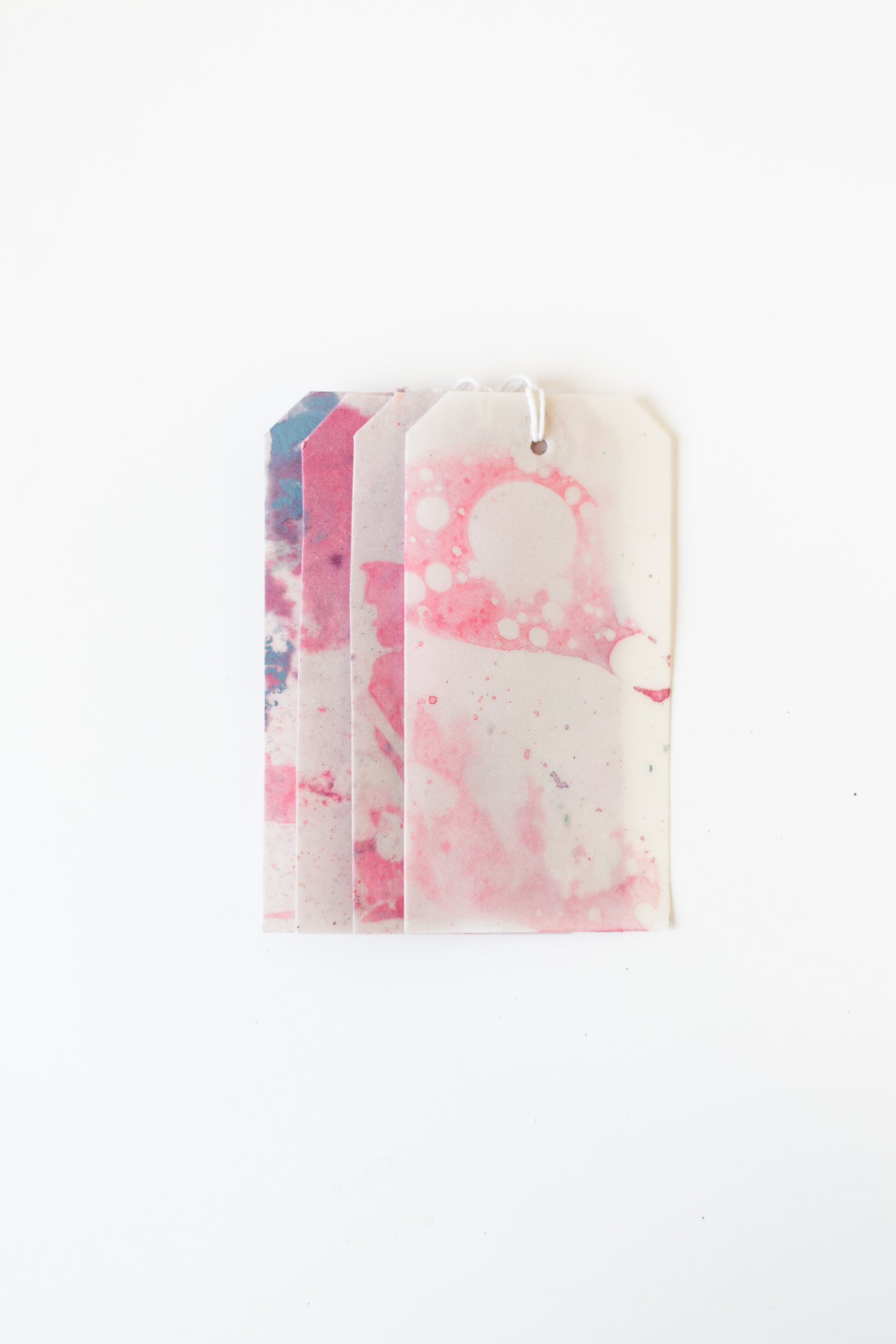 DIY Marbled Gift Labels tutorial with Dulux | @fallfordiy