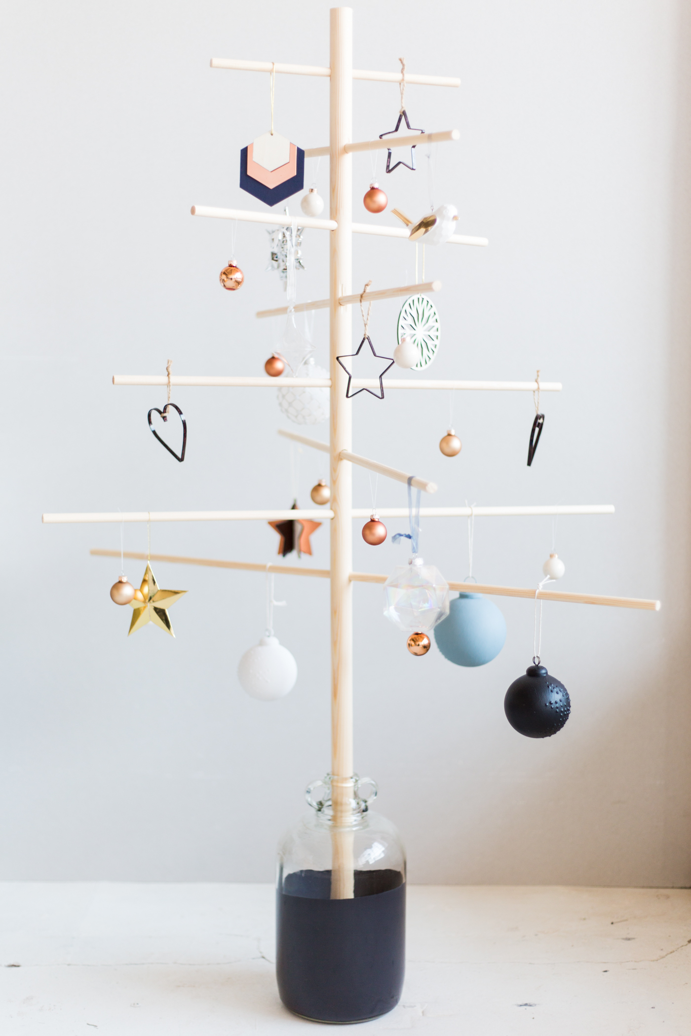 diy-minimalist-wooden-christmas-tree-fallfordiy-10