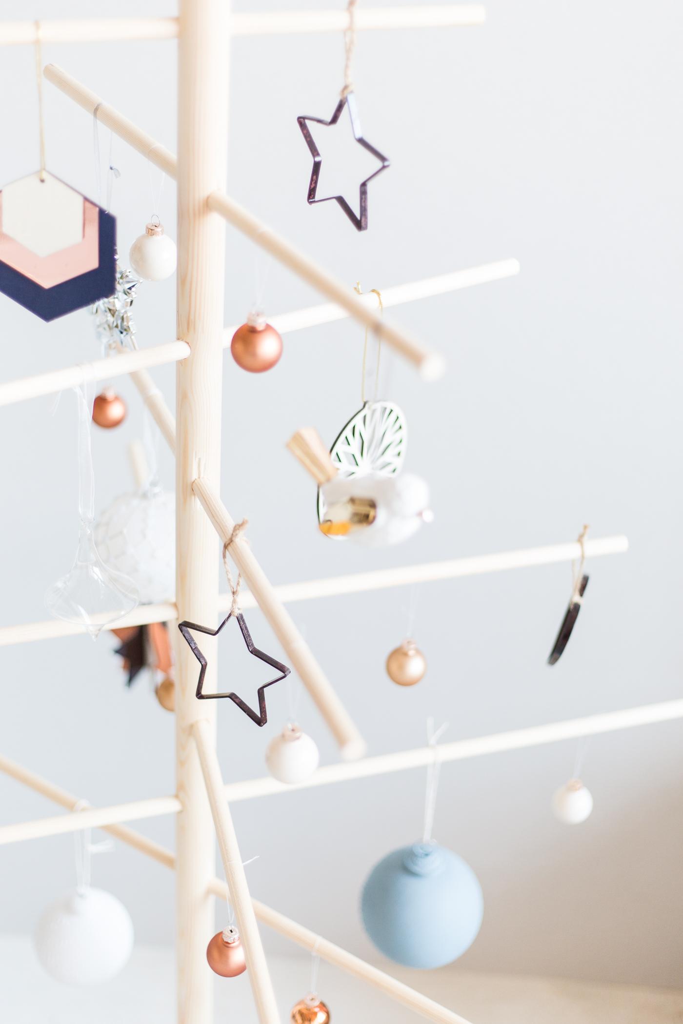 diy minimalist wooden christmas tree fall for diy. Black Bedroom Furniture Sets. Home Design Ideas