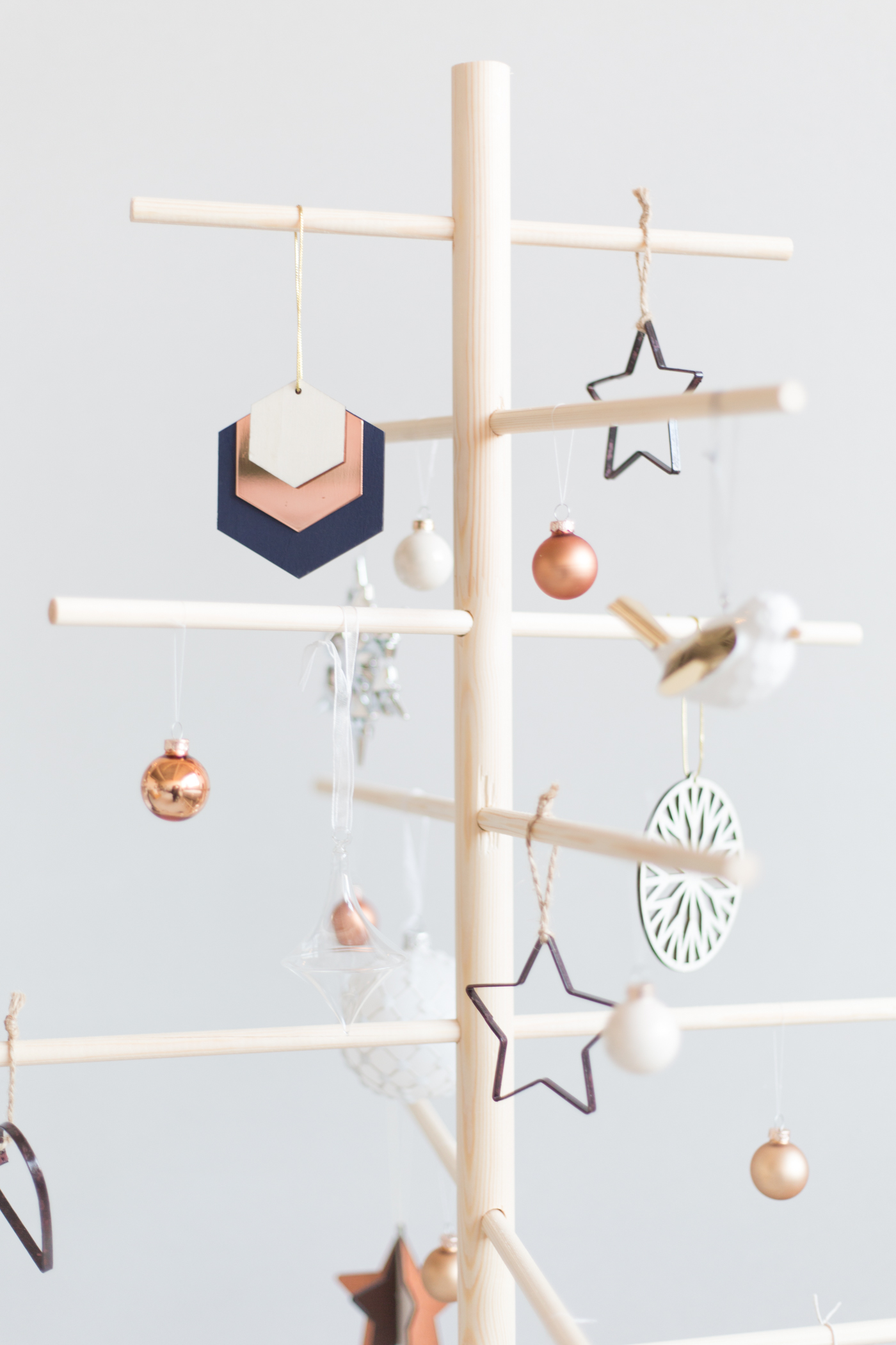 diy-minimalist-wooden-christmas-tree-fallfordiy-13
