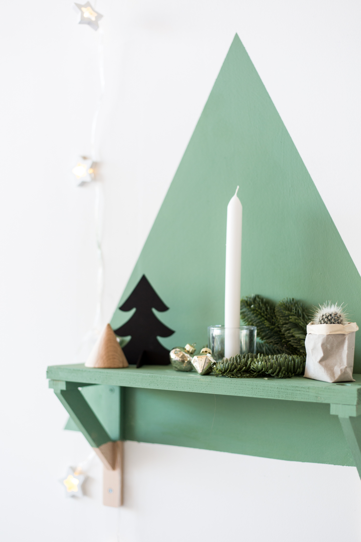 diy-painted-christmas-tree-shelf-with-dulux-fallfordiy-9