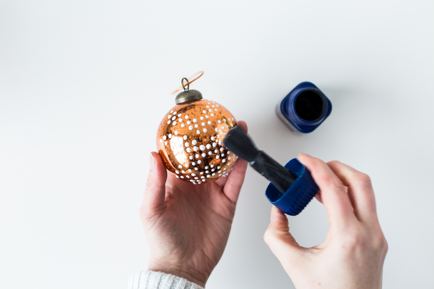 diy-puffy-paint-bauble-tutorial-with-dulux-fallfordiy-6