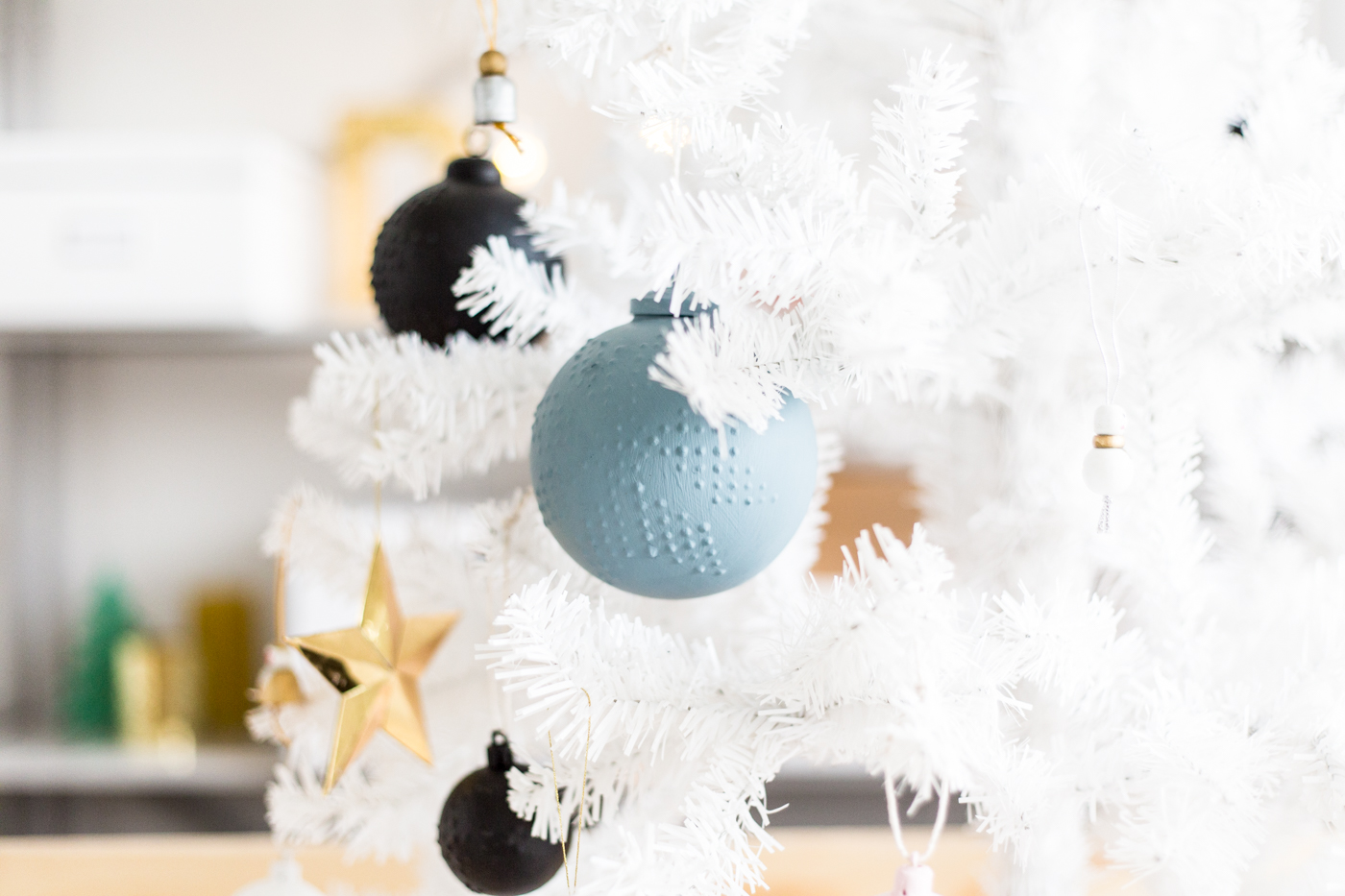 12 Shades of Christmas Day Three | DIY Snowflake Patterned Christmas Bauble