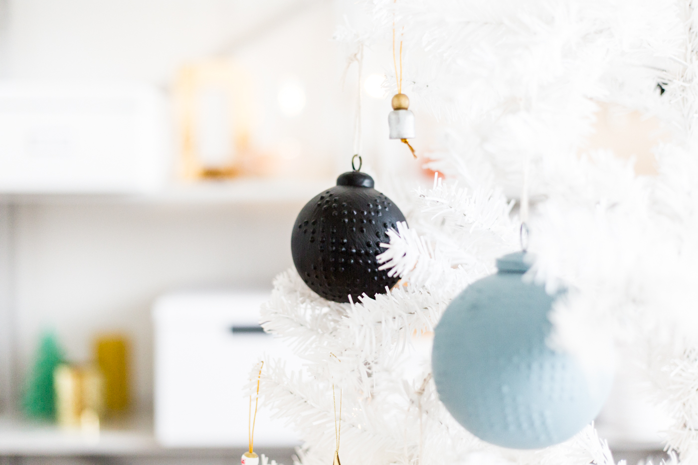 diy-puffy-paint-baubles-with-dulux-fallfordiy-7