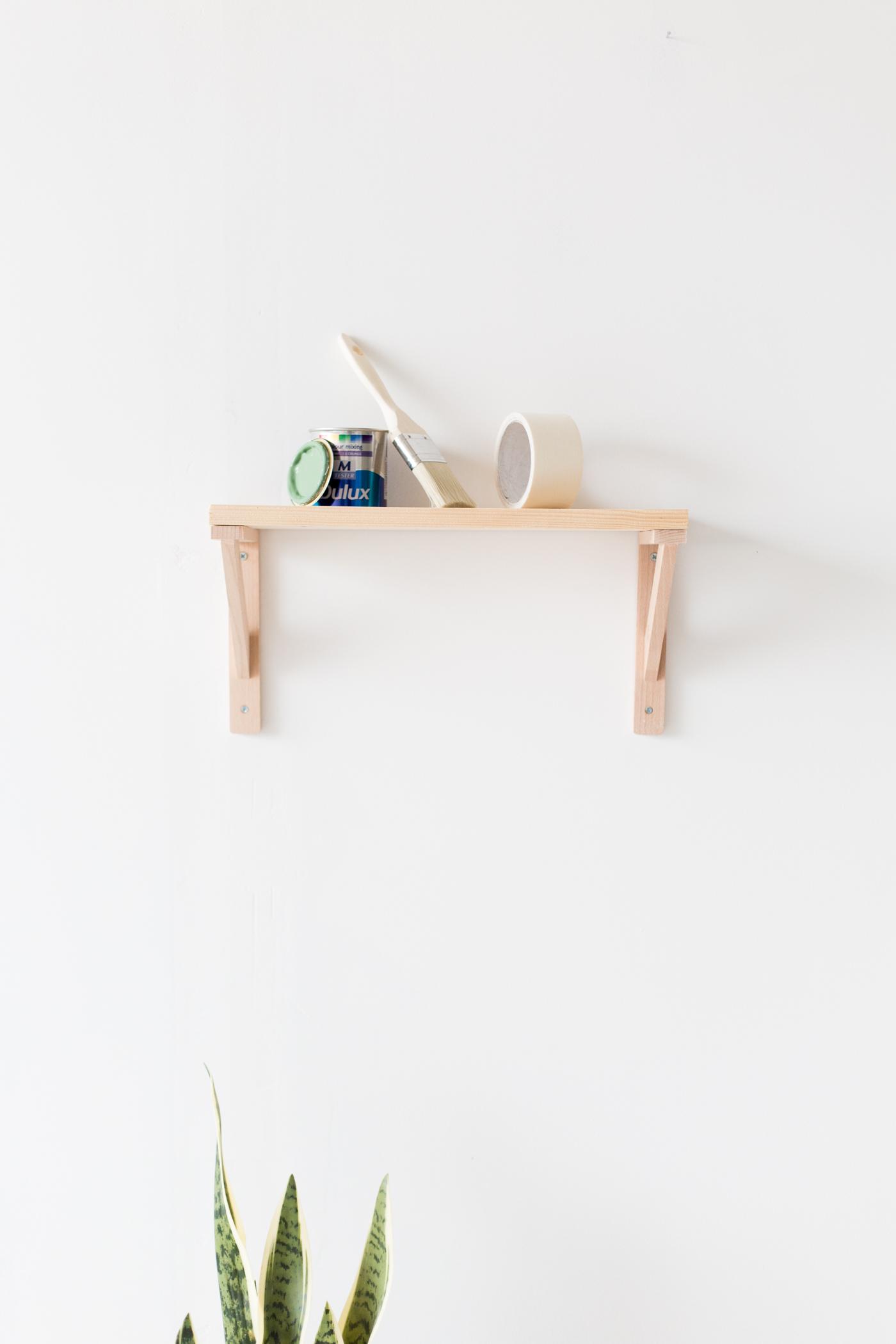 painted-christmas-tree-shelf-with-dulux-fallfordiy-1