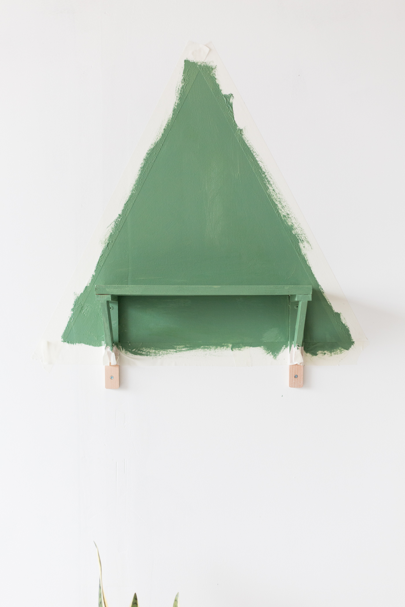 painted-christmas-tree-shelf-with-dulux-fallfordiy-5