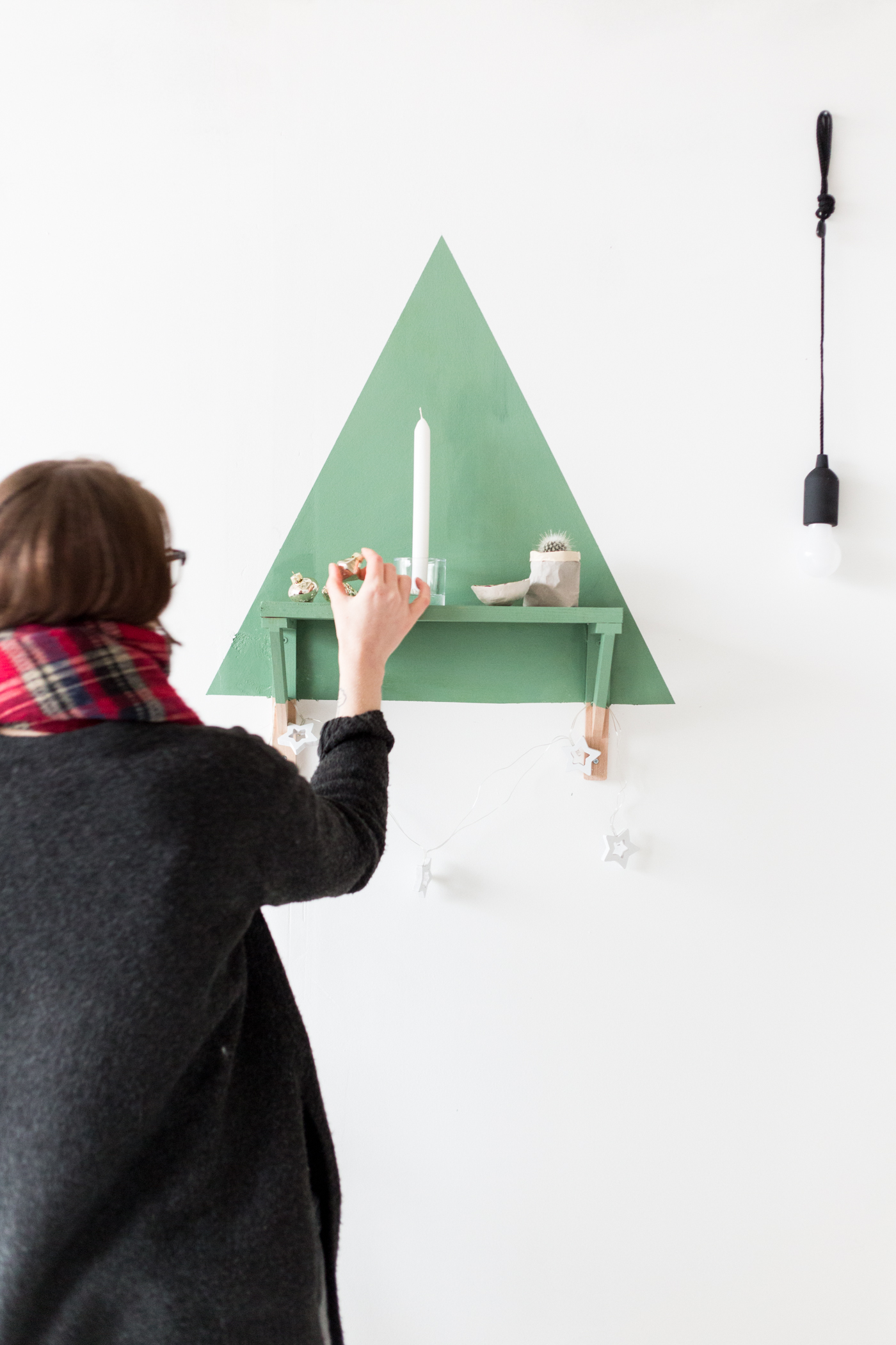 painted-christmas-tree-shelf-with-dulux-fallfordiy-8