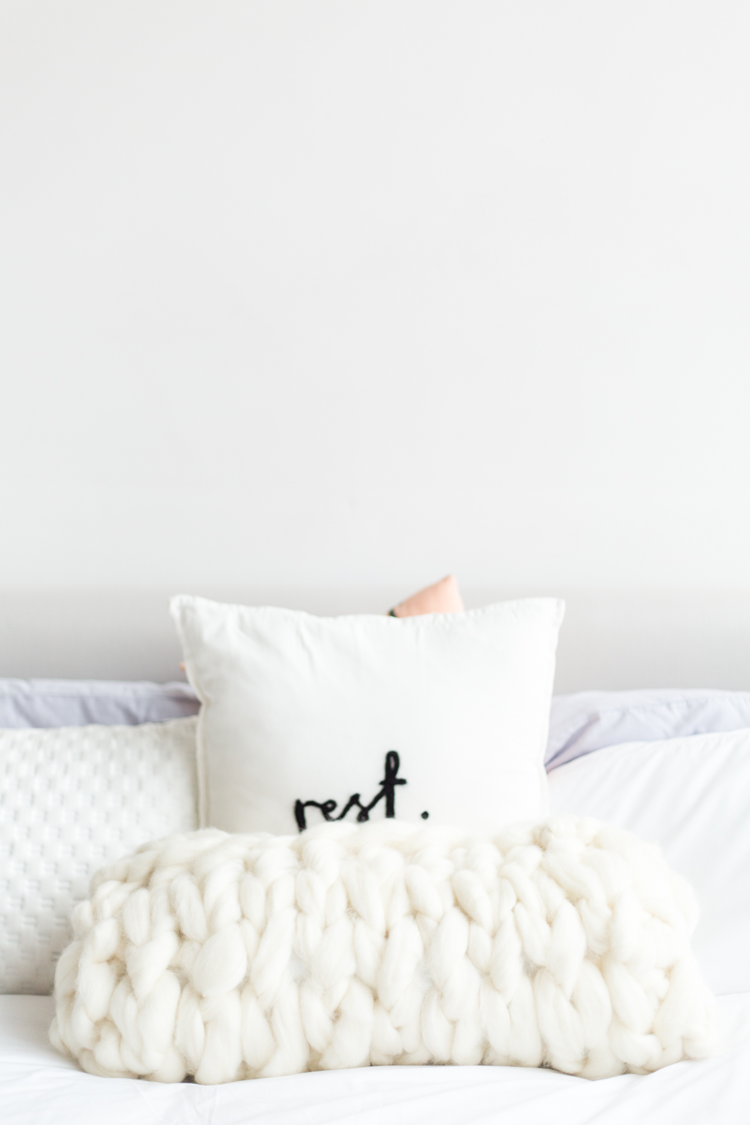 DIY Arm Knitting Big Wool Cushion