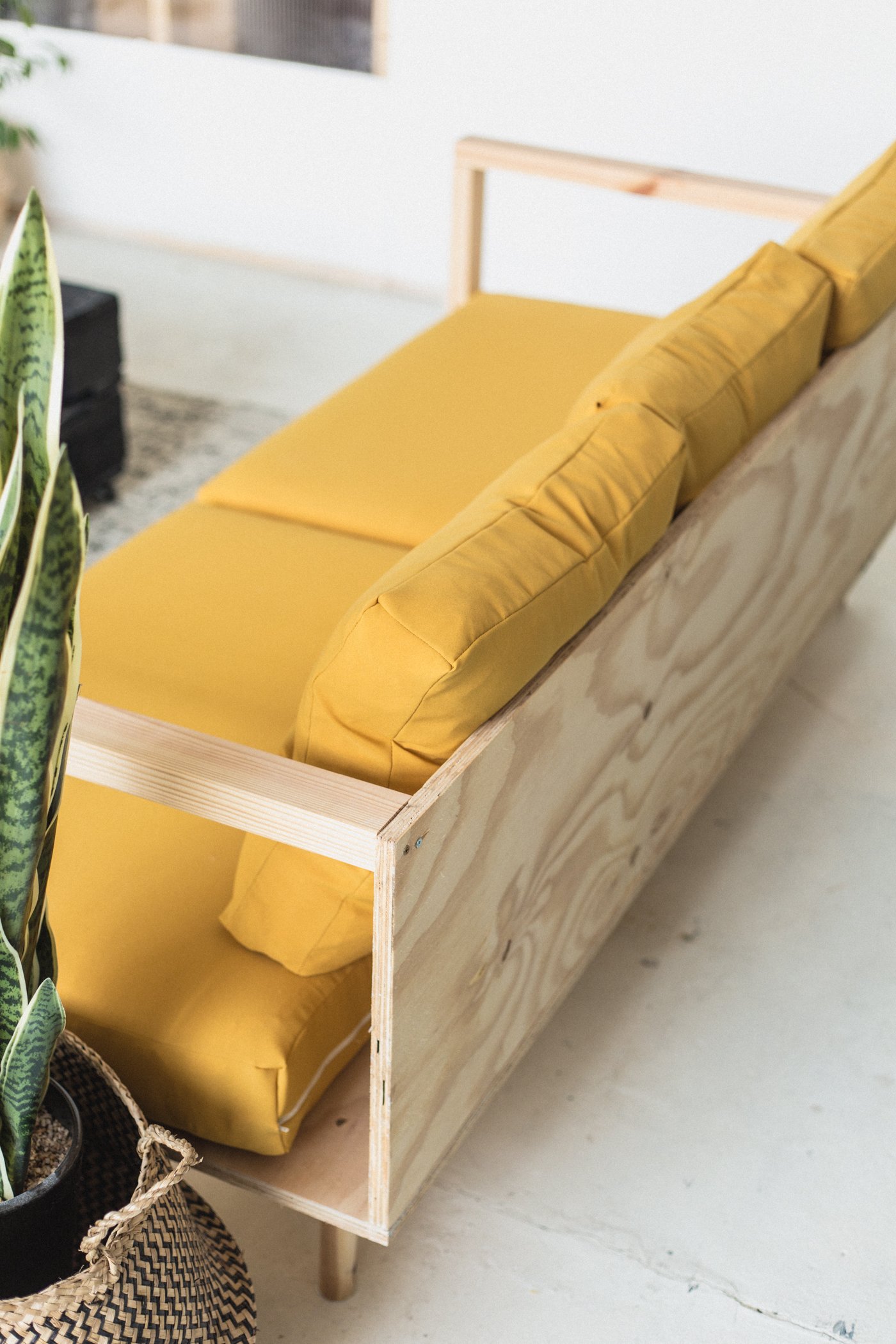 DIY Wooden Studio Sofa | @fallfordiy