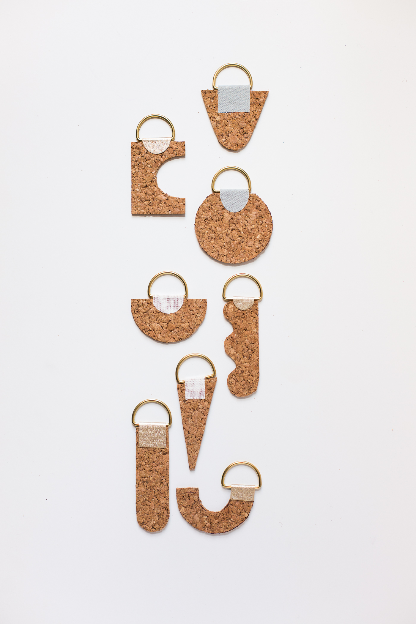 Curate your Keychain with these DIY Contemporary Cork Keyrings | @fallfordiy