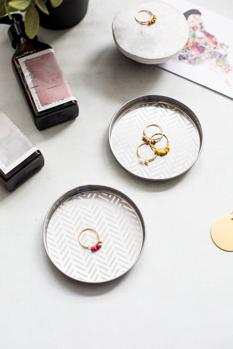 DIY 5 Minute Ring Dishes | @fallfordiy
