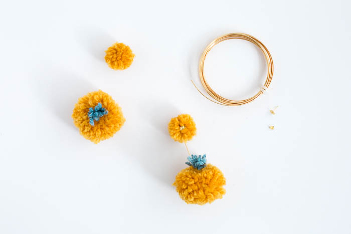 DIY Halloween Pom Pom Pumpkin Earrings | @fallfordiy