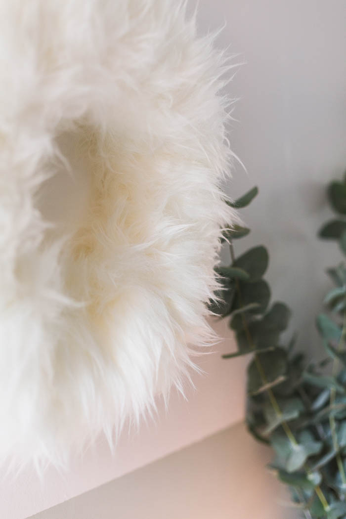 DIY Fluffy Christmas Wreath | @fallfordiy