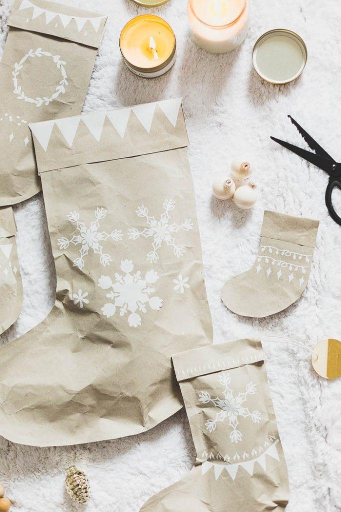 DIY Stocking Wrapping Paper | @fallfordiy
