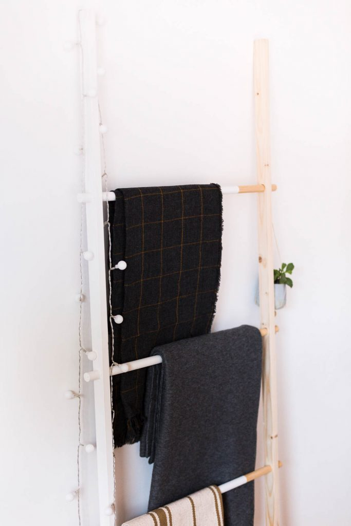 DIY Half Painted Blanket Ladder | @fallfordiy