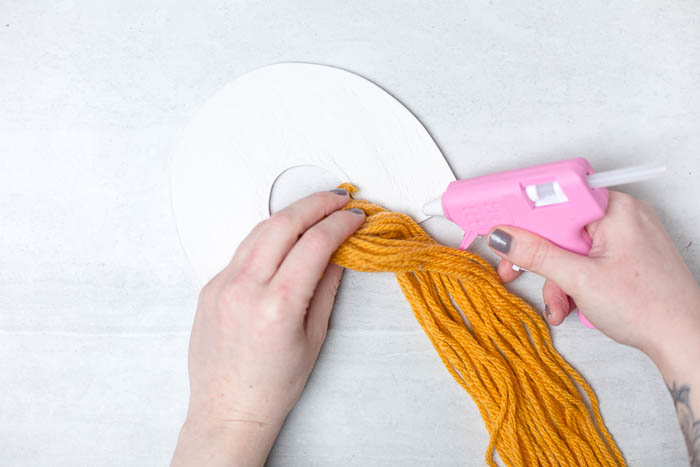 DIY Yarn Art Wall Hangings tutorial | @fallfordiy