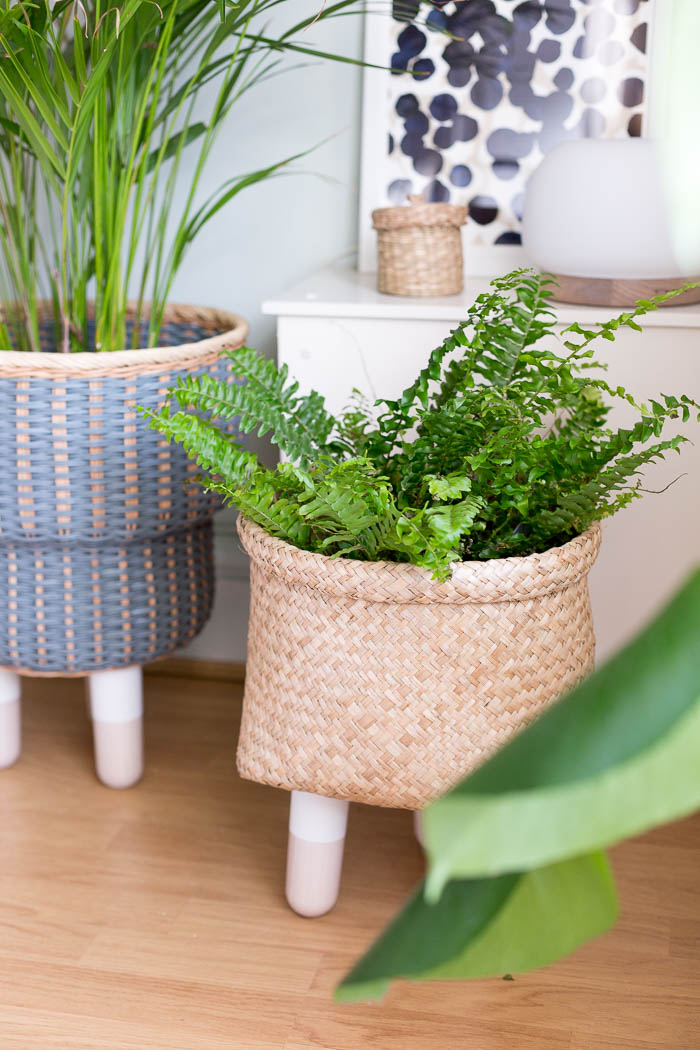 DIY Legged Basket Planter | @fallfordiy