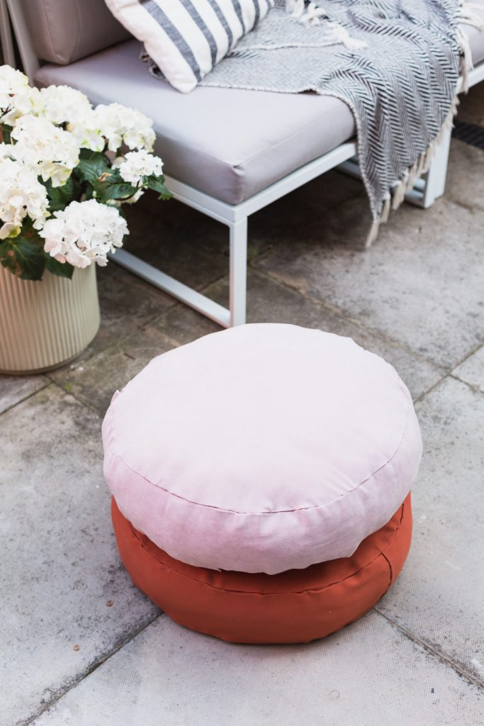 DIY No Sew Round Cushion